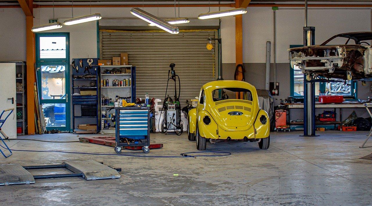 Voiture au garage